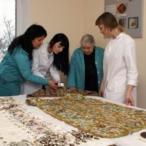 Науково-дослідний відділ реставрації творів з тканини та шкіри